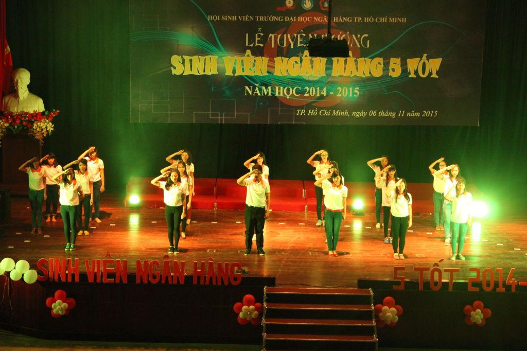 Tiết mục Flashmob của các bạn SV5T