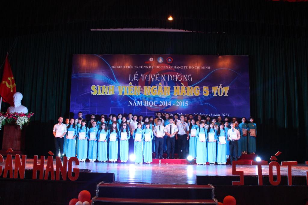 Tuyên dương và trao giấy khen cho SV5T cấp Liên Chi Hội