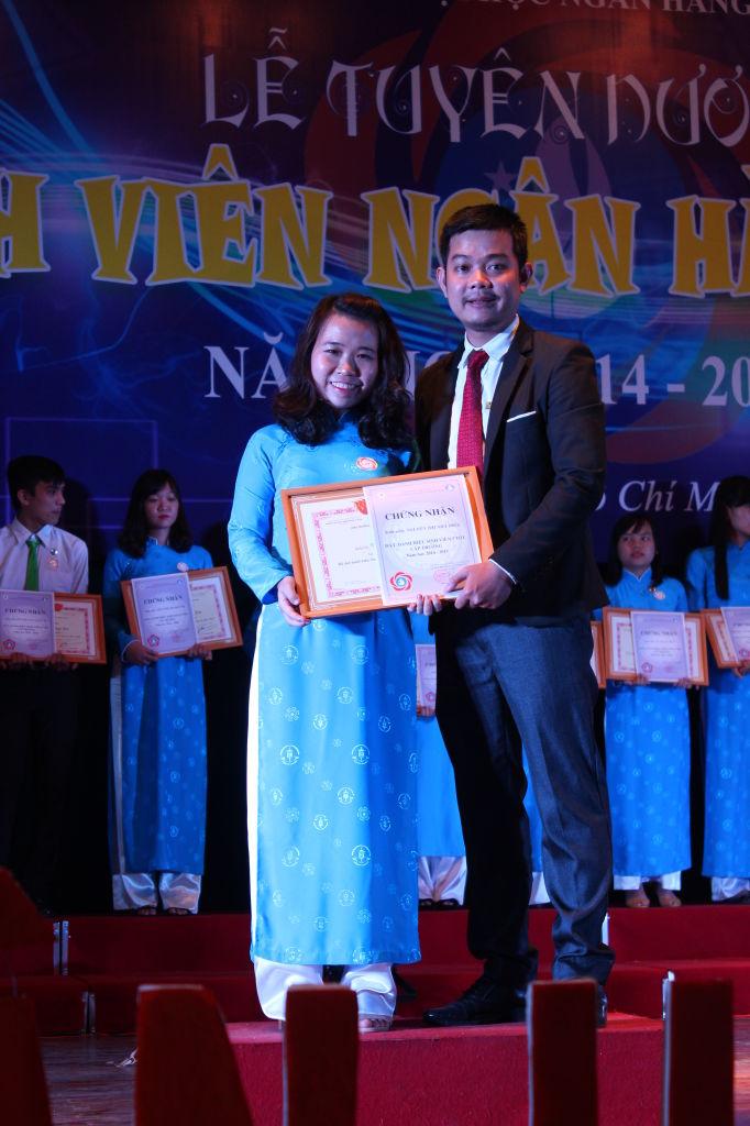 Tuyên dương và trao giấy khen cho SV5T cấp trường