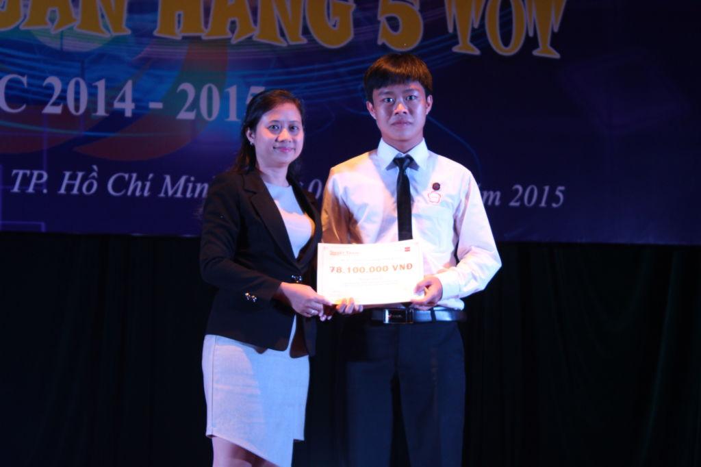 Trao học bổng Smart Train cho bạn Hoàng Anh Duy – SV5T mảng Học tập