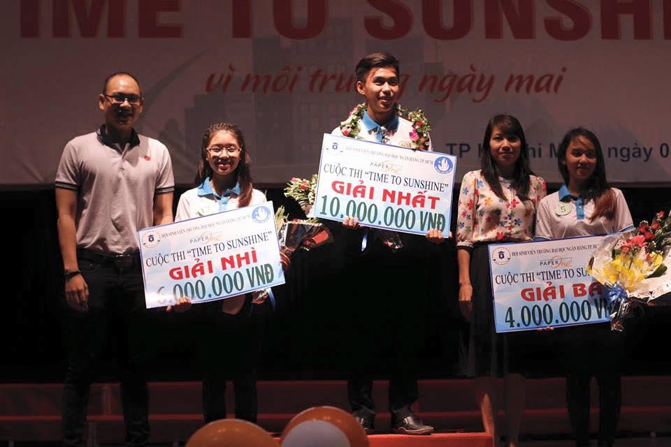 Nguyễn Thành Huy (giữa) - quán quân Time To Sunshine